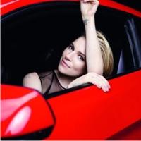 Сиенна Миллер в Ford Mustang